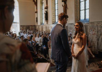 Jillian en Menno in kerk (Middel)