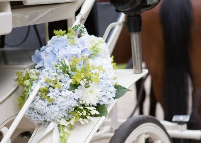 david-currie-photography-flowers-on-carriage